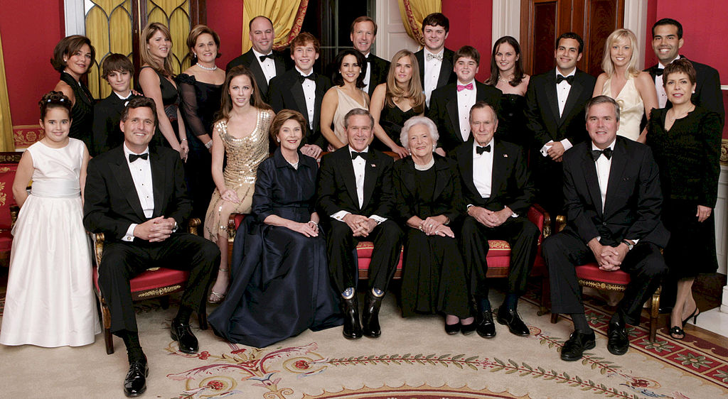 https://genehowington.files.wordpress.com/2014/12/1024px-george_w-_bush_and_family.jpg