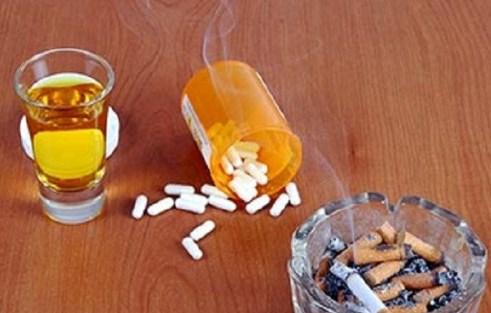 pills-cigarettes-alcohol-620x400