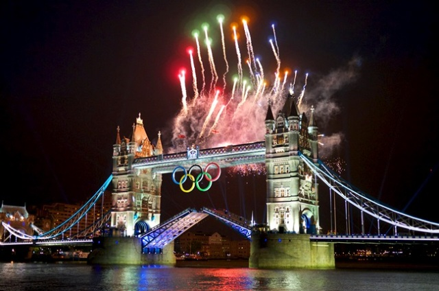 2012_Summer_Olympics_Opening_Ceremony_Fireworks_Tower_Bridge
