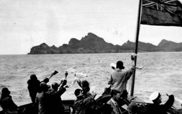 Islanders leaving St Kilda 1930