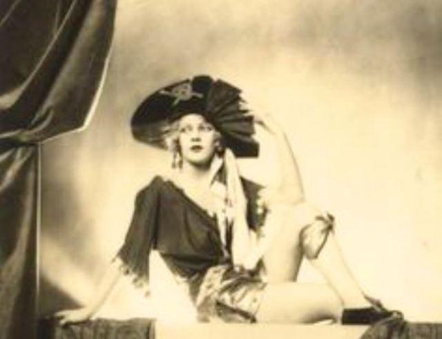 Threepenny Opera - Lotte Lenya as Pirate Jenny