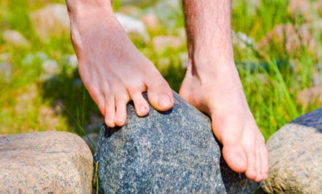 bare-feet-balancing-on-rock
