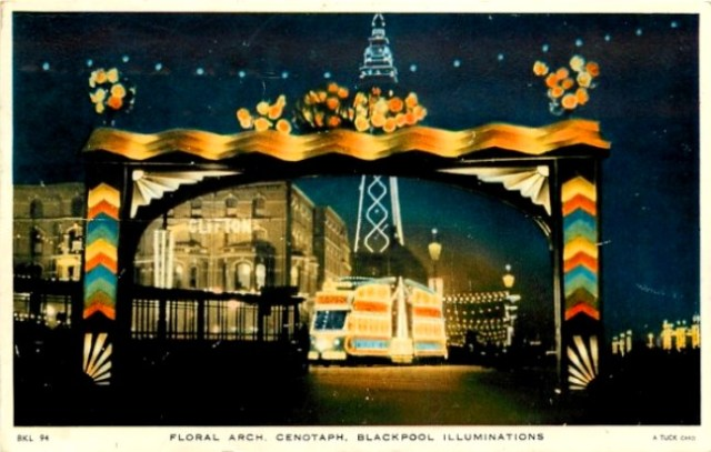 blackpool-floral_arch_tuck_postcards