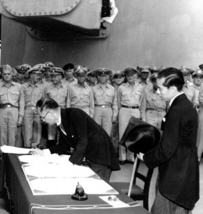 Foreign Minister Shigemitsu-signs-surrender