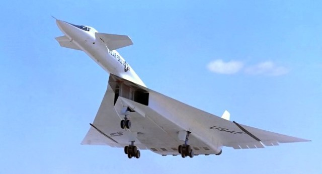 north_american_xb-70_above_runway