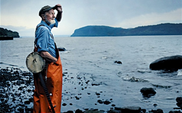 pete-seeger-at-the-hudson-river