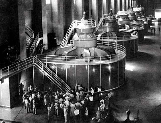 boulder-dam-generators-tourgroup-1940