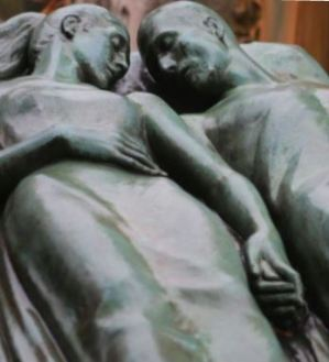 lovers-united-in-death-tomb