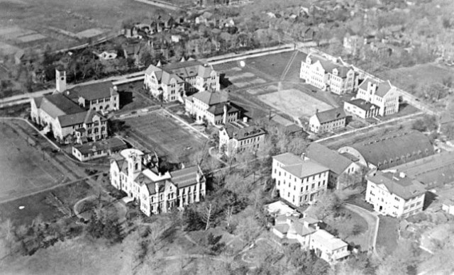 queens_university_canada-from_the_air_1919