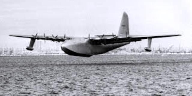 spruce-goose-in-flight
