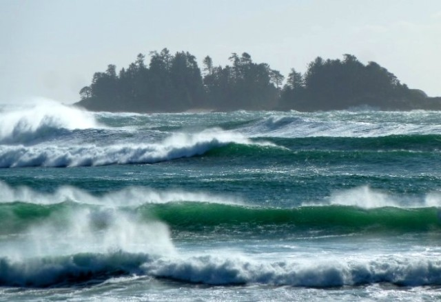 waves-at-vancouver-island