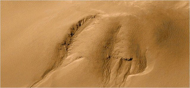 mars-global-surveyor-mars-orbiter-photo