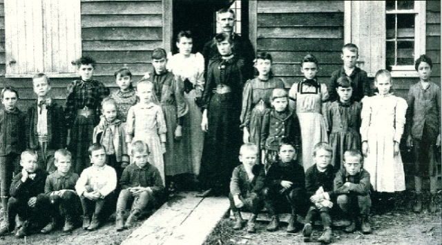 one-room-schoolhouse-students-and-teachers