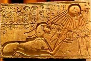 aten-the-sun-god-with-hands-at-the-end-of-his-rays