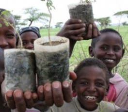 ethiopean-children-with-tree-seedlings
