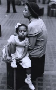 mother-and-daughter-at-penn-station-ny-circa-1940s-by-ruth-orkin