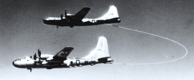 boeing-b-50a-superfortress-46-010-lucky-lady-ii-refuels-from-a-boeing-kb-29m-tanker-near-azores-26-february-1949